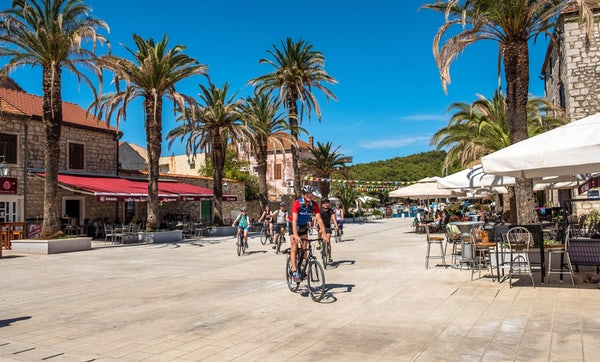 Professional Tips for Cycling Abroad