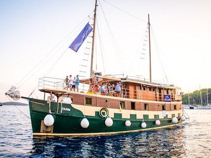 Ensuite Ship Guests