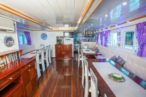 Ensuite Ships Dining Salon