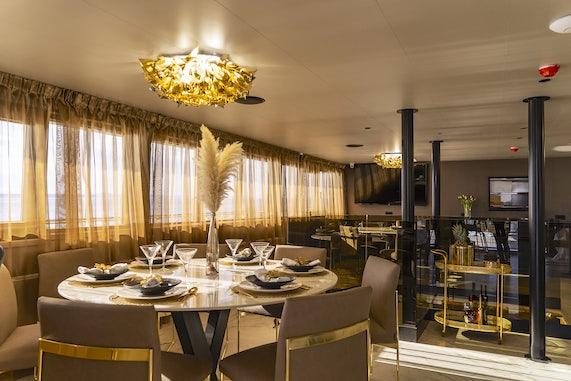 MS Salve Di Mare Dining Salon