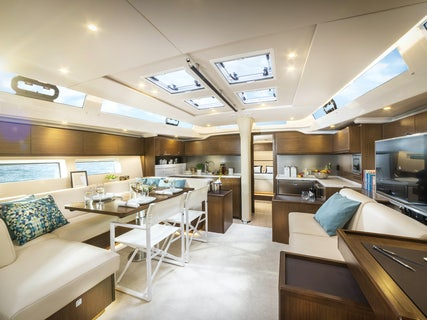 Be Luxe, yacht salon