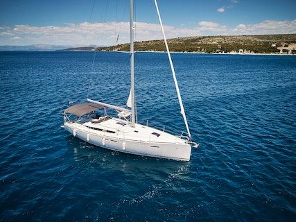 Incognito yacht charter in Makarska, Croatia