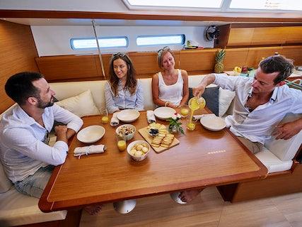 Incognito yacht salon
