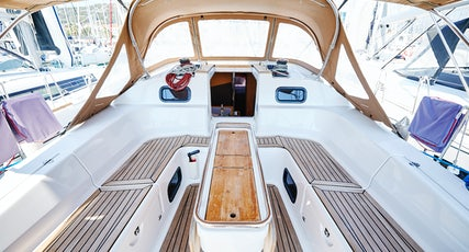 Elan 45 Impression deck view