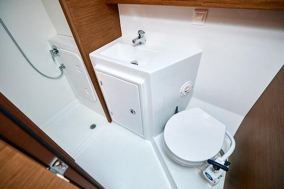 Kingfishers Bathroom