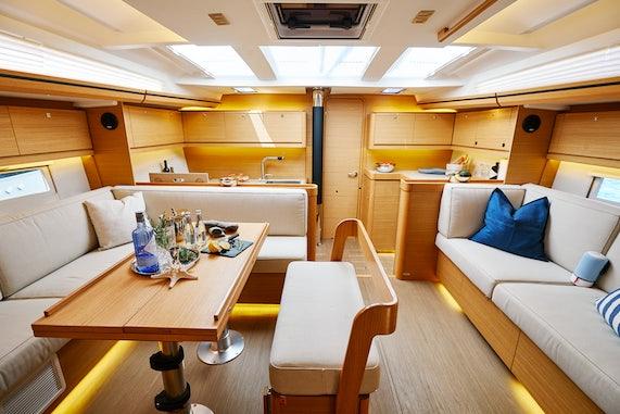 Sailboat Charter Salon