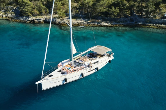 Sailboat Charter Space Onboard