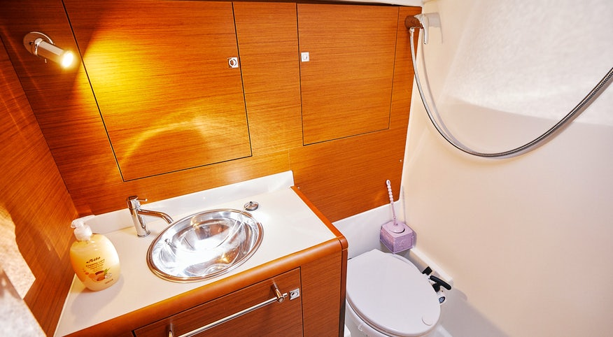 Premier Yacht Bathroom